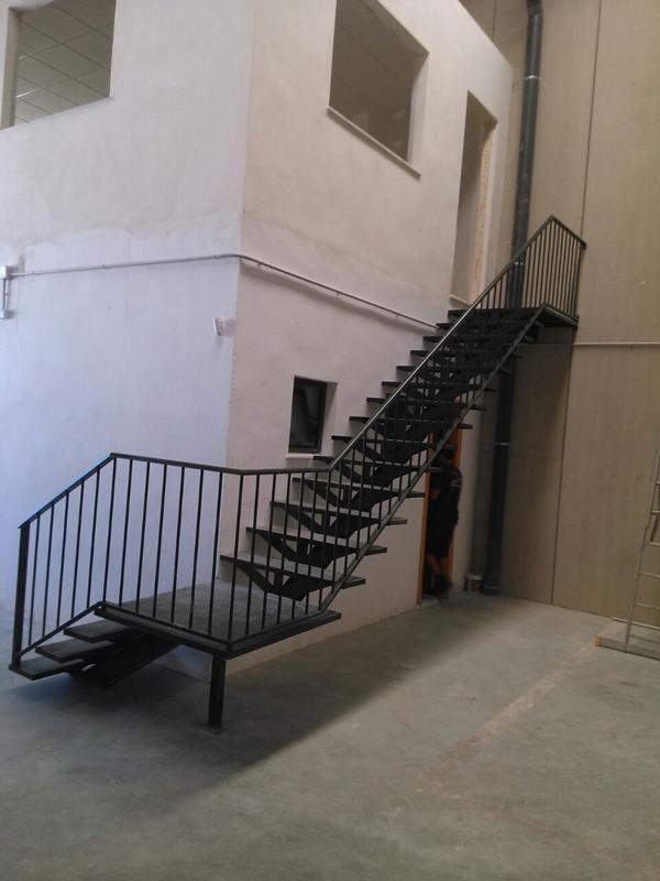 Escaleras de hierro exterior perfect barandilla modelo for Barandilla escalera exterior