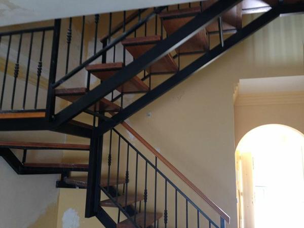 Escaleras de viviendas e industriales metalicas metal for Escaleras de viviendas