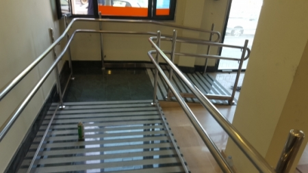 Stainless railing for building access