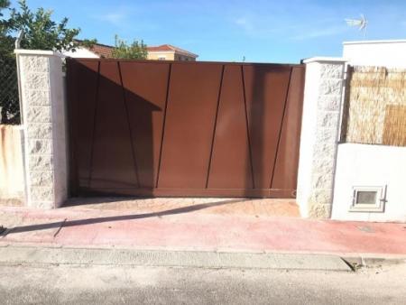Porton de entrada y garage