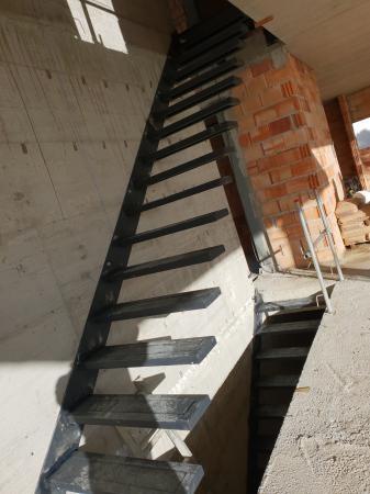 Escaleras de peldaños metalicas
